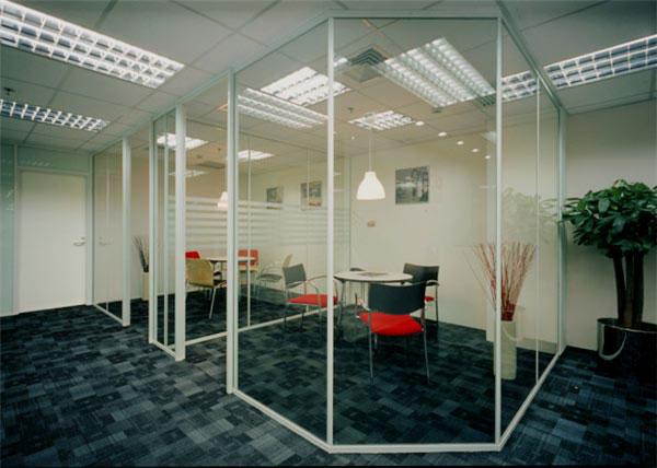 大连玻璃隔断墙的材料选择
